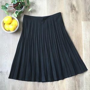 Banana Republic Black Pleated Wool Midi Skirt sz 6